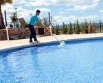 Se hace mantenimiento de piscinas