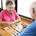 Busco trabajo de cuidadora de personas mayores.