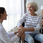 Trabajo de cuidadora para anciana
