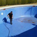Trabajo en limpieza de piscinas