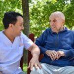 Trabajo para el cuidado de persona mayor con derecho a residir