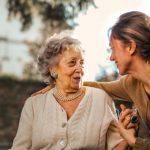 Buscamos persona responsable para cuidado de una anciana