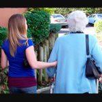 Acompañar a persona mayor