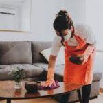 Persona para limpieza de una casa